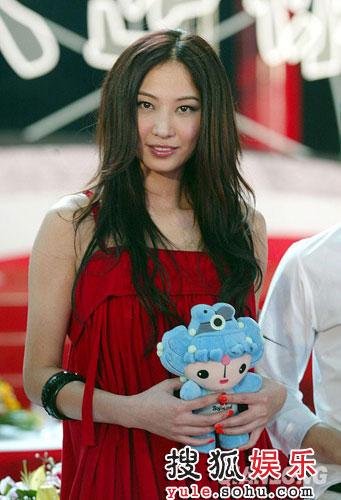 郑希怡与群星同唱奥运倒计时100天歌曲