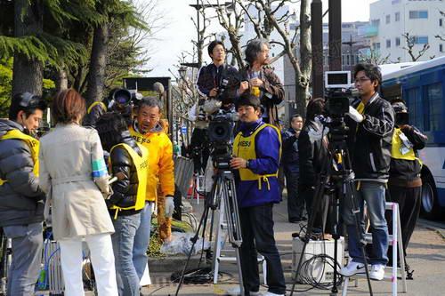 起跑点入口已经聚集起了不少媒体