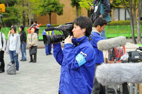 终点处的记者在拍摄