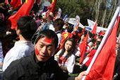 组图:堪培拉传递庆典仪式上爱国华人群情鼎沸