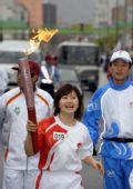 图文:奥运火炬在长野传递 福原爱传递中