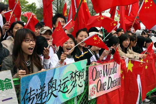 中国留学生现场助威