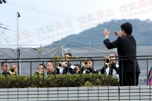 长野汤谷小学学生在起跑仪式现场