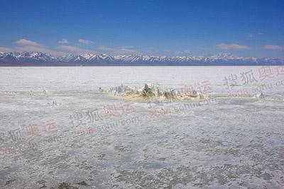 神湖如画,冬意仍在