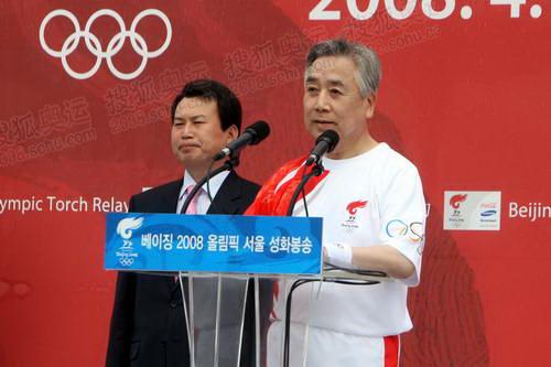 1韩国奥委会主席金正吉致辞