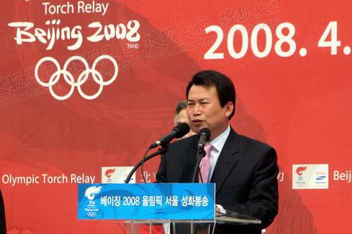 2首尔市副市长罗振遒致辞
