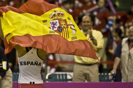 图文:联杯中国女网0-3西班牙 西班牙国旗飘扬
