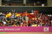 图文:联合会杯中国不敌西班牙 啦啦队之间较量