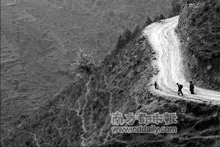 凉山的孩子梦想走出大山,走出去的却成了童工。