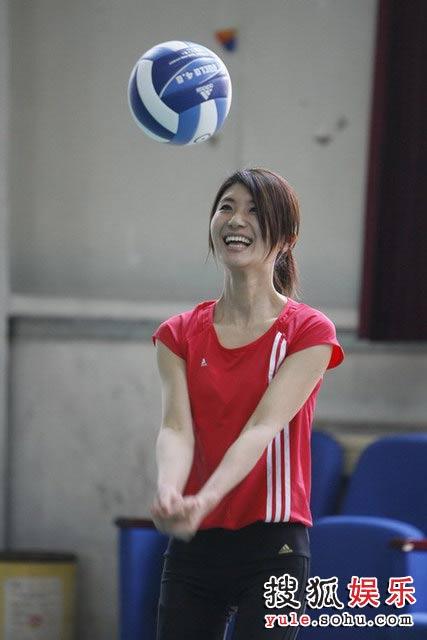 尚雯婕变身排球女将
