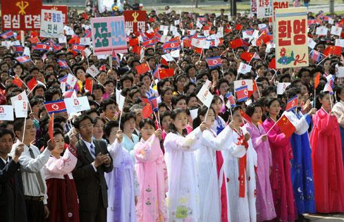 朝鲜人民盛装迎接圣火