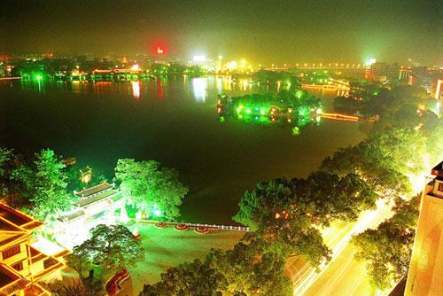 平湖门夜景