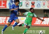 图文:[中超]陕西2-1北京 小马丁突破