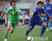 图文:[中超]陕西2-1北京 忻峰防守陶伟