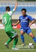 图文:[中超]陕西2-1北京 王�S控球