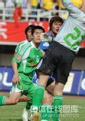 图文:[中超]陕西2-1北京 禁区混战