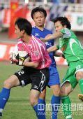 图文:[中超]陕西2-1北京 门将出击