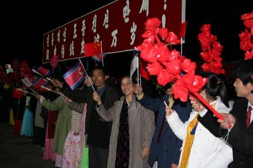 朝鲜群众欢迎圣火