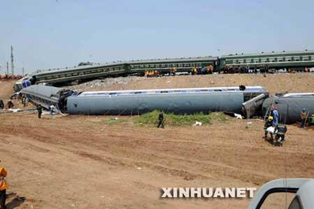 山东境内发生列车相撞事故