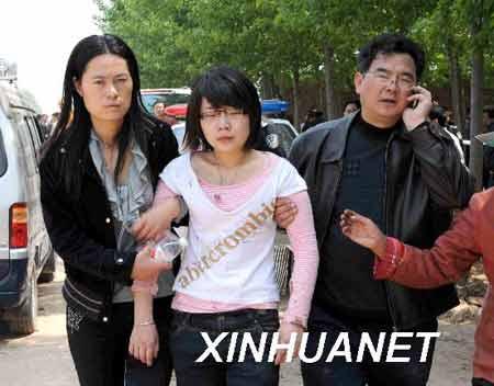 这是被救出的旅客。 新华社记者 范长国 摄