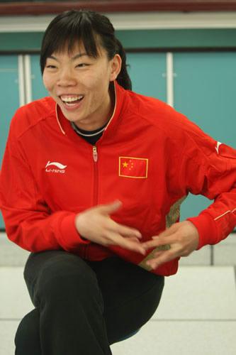 图文:奥运会倒计时100天活动 女排队员张萍