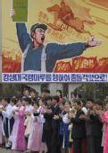 图文:奥运火炬在平壤传递 朝鲜民众沿途欢迎