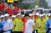 图文:奥运火炬首尔传递 火炬手传递66