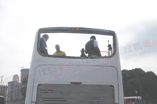 阿根廷提供的官方媒体车只能从后窗口拍摄(联想何潇益摄)