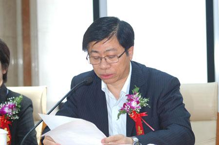 文新集团党委委员,上海日报总编辑 张慈赟主持会议