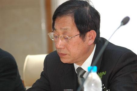 文汇报党委书记吴谷平出席会议
