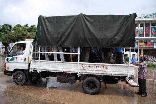 坦桑尼亚为我们准备的媒体车(联想何潇益摄)