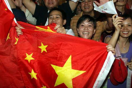 为奥运圣火叫喊的华人美女