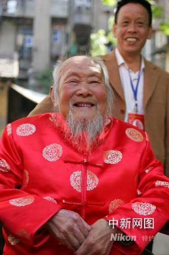 生性开朗、精神矍铄的吕相武老人。