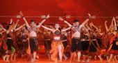 图文:胡志明市圣火传递 城市庆典现场表演