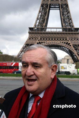 法国前总理拉法兰此前在接受记者采访时说,世界人民有权参与奥运会,中国人民同样也有权参与奥运会,抵制北京奥运会的行为是错误的。中新社发吴卫中 摄