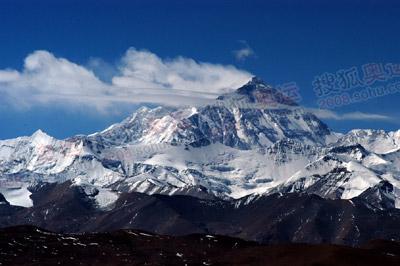 在久乌拉山口,我们可以观赏珠峰雄姿