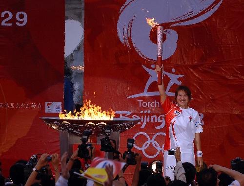 女子举重奥运冠军通戍