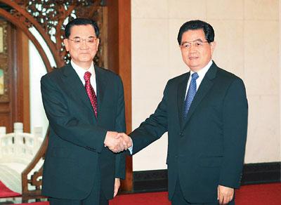 中共中央总书记胡锦涛在北京钓鱼台国宾馆会见中国国民党荣誉主席连战
