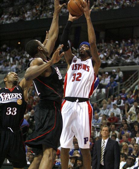 图文:[NBA]活塞胜76人 汉密尔顿后仰出手