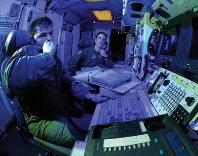 上尉日夜不停地监视着导弹警戒设备,他们和第319导弹中队的其他队员轮流值班,每三天一次。