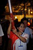 组图:胡志明市夜晚传递圣火 前半程火炬手风采