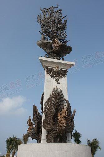 火凤凰雕塑