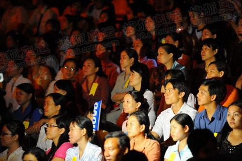 组图:胡志明市圣火传递结束 庆典仪式精彩现场
