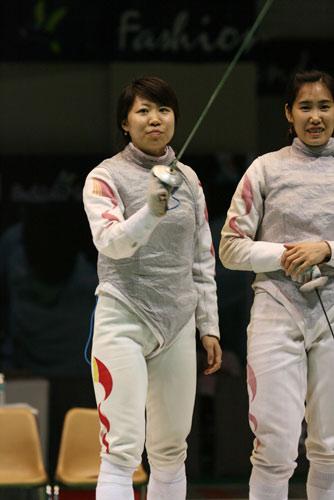 图文:亚锦赛中国女花团体折桂 剑客拔剑亮相