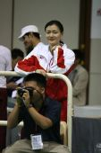 图文:亚锦赛中国女花团体折桂 观看队友比赛
