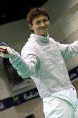 图文:击剑亚锦赛男佩团体夺冠 露出迷人笑容