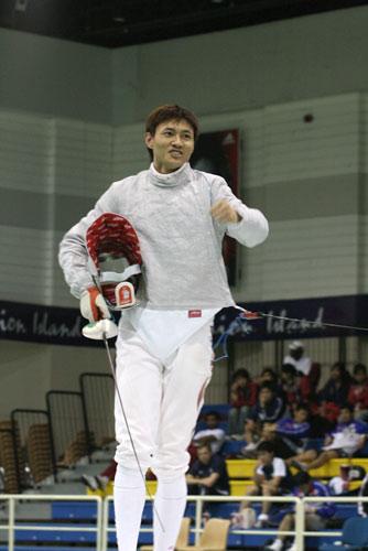图文:击剑亚锦赛男佩团体夺冠 中国剑客风采
