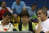 图文:击剑亚锦赛男佩团体夺冠 观众热情