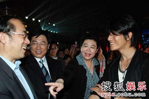 奥组委文化活动部部长赵东鸣、副部长丁百之、陈坤