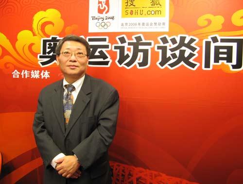 新加坡华点通集团董事会主席:周仲庚